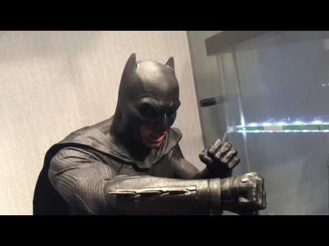 Hot Toys BVS Batman Pose Test