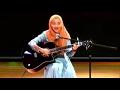 Cewek Jilbab Ini, Mimi Nazrina Nyanyi
