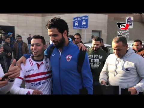 بـ«السيلفي».. الجماهير تستقبل «أبطال السوبر» بمطار القاهرة