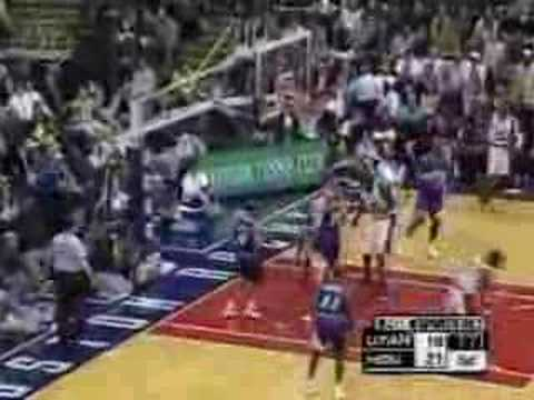Steve Francis catches the alley oop from Moochie Norris