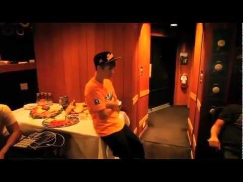 """Justin Bieber - in the Studio Recording """"Mistletoe"""""""