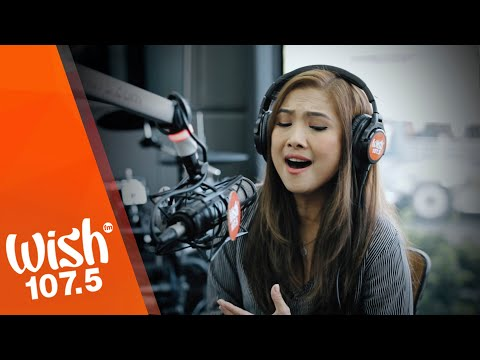 "Sheryn Regis performs ""Hindi Ko Kayang Iwan Ka"" LIVE on Wish 107.5 Bus"