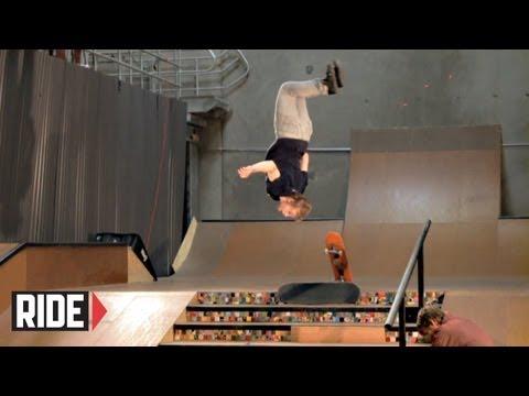 Bakåtvolt ner för trappa... på skateboard