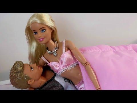 Barbie y Ken tienen cama nueva