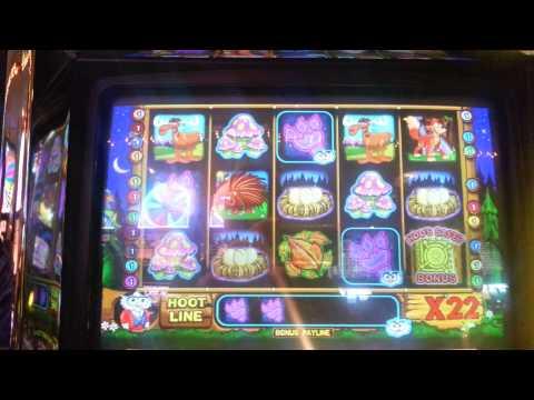 Hoot Loot slot machine at Four Queens casino