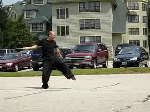 Straight Sword - Yao Li of Boston Kung Fu Tai Chi Institute performs a Drunken Straight Sword form. School site: http://www.taichi.com.