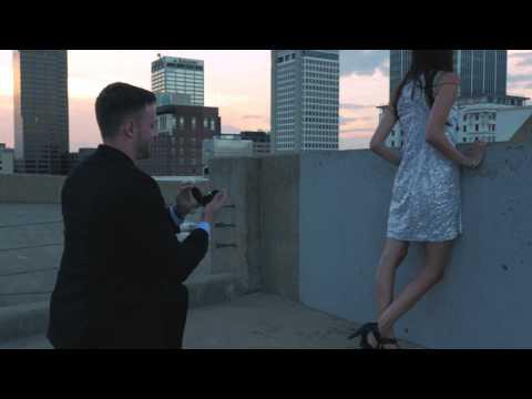 直升機高速墜落就要擊中她了… 男友拿出戒指:嫁給我