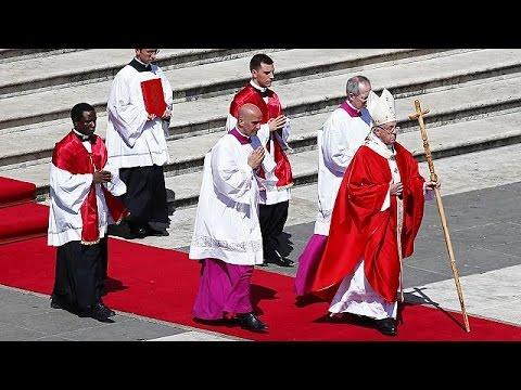 Καταδίκασε τη διπλή βομβιστική επίθεση στην Αίγυπτο ο Πάπας Φραγκίσκος