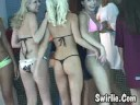 3 chicas con mini tangas tirantes