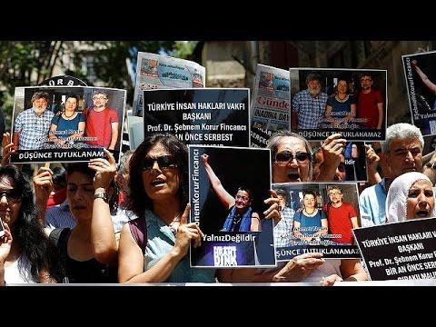 Τουρκία: Διαδήλωση δημοσιογράφων μετά την σύλληψη τριών ακτιβιστών