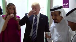 Video King Salman, Trump and Melania sample traditional Saudi dates and coffee MP3, 3GP, MP4, WEBM, AVI, FLV Mei 2018
