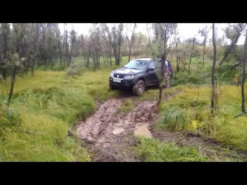 Suzuki Grand Vitara на бездорожье, взятие точки. (видео)