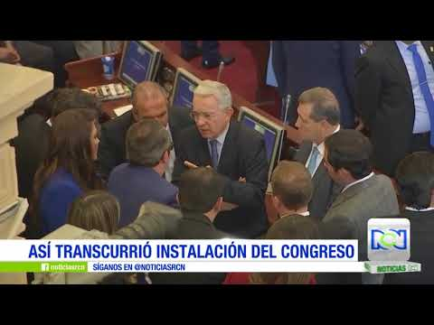 Político colombiano se baja los pantalones ante el Congreso (VIDEO)