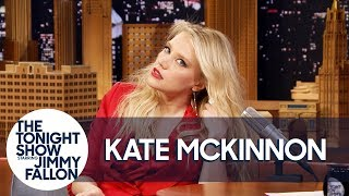 Download Video Kate McKinnon Shows Off Her Gal Gadot Impression MP3 3GP MP4