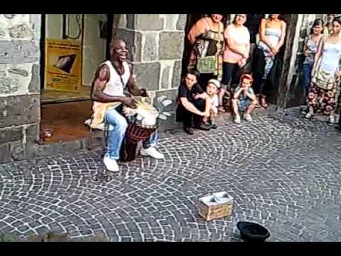 MADOU DJEMBE – Ou le le Ou la la (festival d Aurillac 2011)