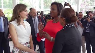 S.M. la Reina se reúne con un grupo de mujeres de Haití para conocer la situación del país