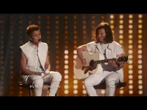Victoria Secret 2012 -Justin Bieber- Beauty and a Beat/ As long as you love me LIVE