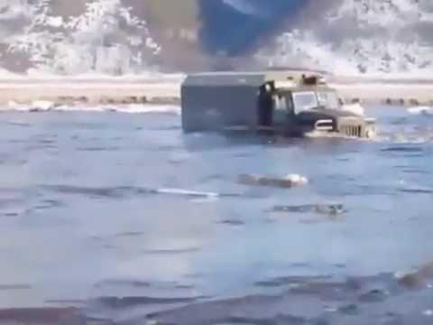 ЭКСКЛЮЗИВ!!! Колонна грузовиков штурмует реку! 28.09.2014 г. (видео)