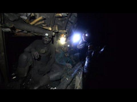 Почти 400 горняков оказались заперты под землей из-за обстрелов Донецка