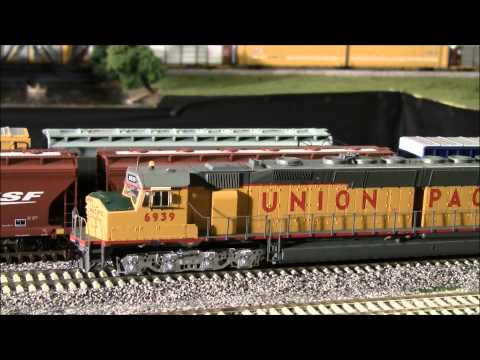 Review of DDA40X from Athearn is here in HO scale!
