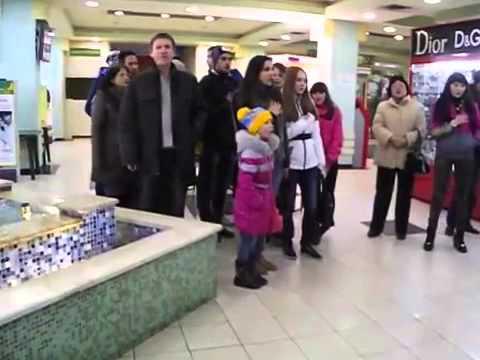 Краматорск. Гимн Украины в супермаркете.