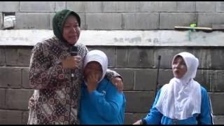 Video Tak terduga, Bu Risma, Walikota surabaya bertemu pengasuhnya MP3, 3GP, MP4, WEBM, AVI, FLV April 2019