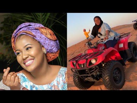 Jaruma Hadiza Gabon a cikin wani yanayi na nishadi
