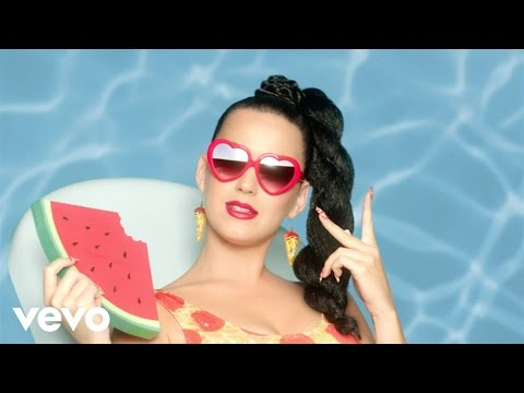 "Katy Perry faz homenagens em super festa do clipe de ""This Is How We Do"""