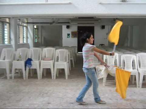 Paso de banderas Danza