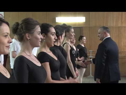 Moldovan president meets dancers of famous National folk dance ensemble