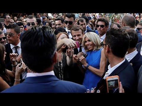 Selfie με τον Εμμανουέλ και τη Μπριζίτ στο κέντρο της Αθήνας