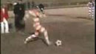 http://www.legadodeaquiles.blogspot.comunos chinos se pusieron a jugar futboll con binoculares este video es muy gracioso