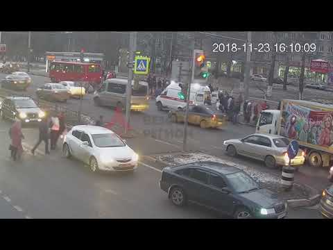В Ярославле внедорожник сбил сразу несколько человек на переходе