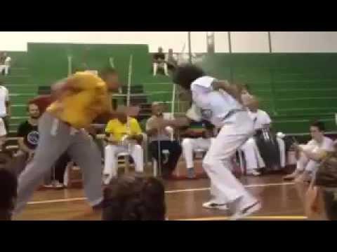 Roda de capoeira with CM Geraldo e Mestre Ediandro - Santos 2015 (видео)