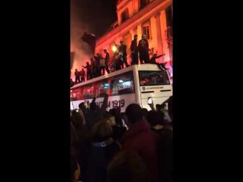 salerno è in festa: il passaggio dell'autobus granata a via roma