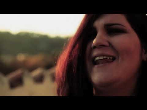 Musica, la forza e il coraggio delle donne nel videoclip di Chiara Ranieri