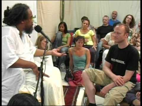 Mooji Video: How Can I Strike a Balance?