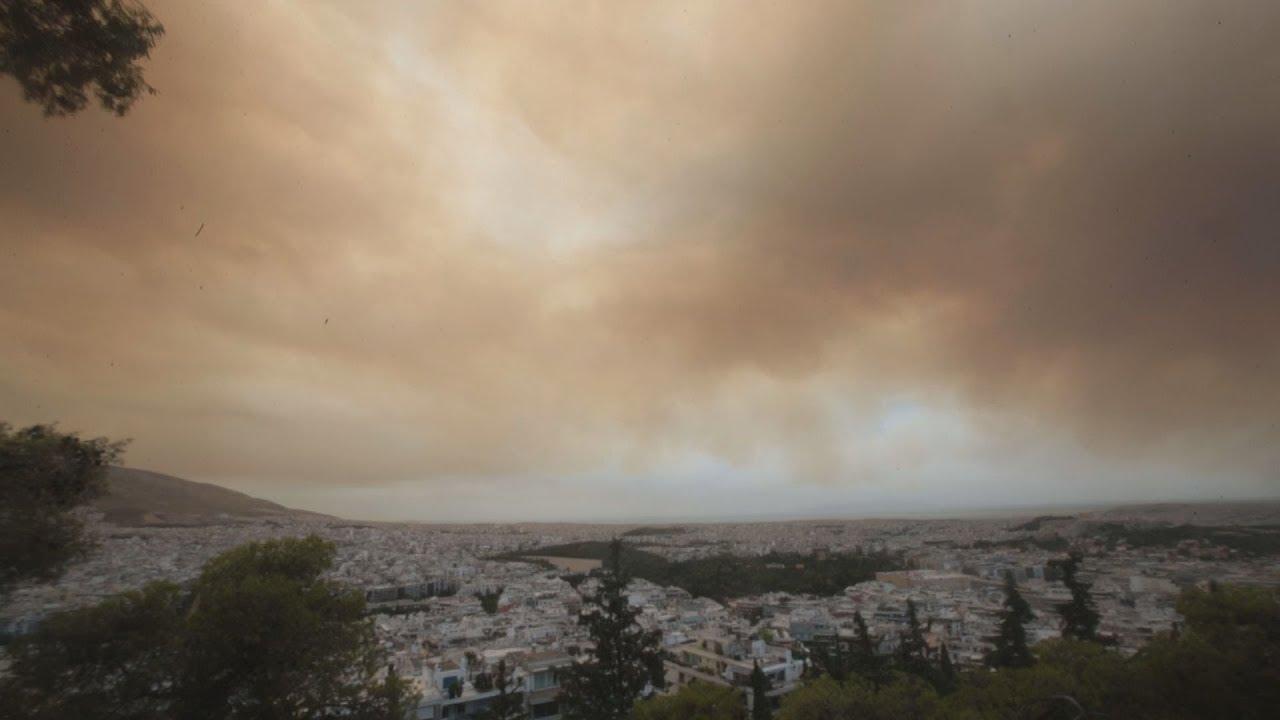 Καπνός πάνω από τη Αθήνα