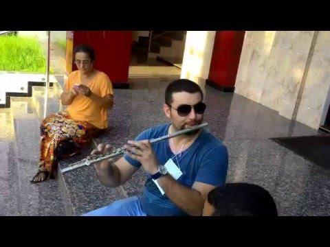Eric Botelho em momento descontraçã0 - Flor Amorosa