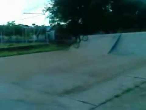 só zuera de bike na pista de skate em areiopolis