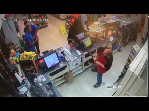 超商遭槍手持散彈槍行搶 網友:店員太狂