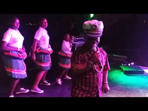 Yena aya kwini.  Buti Majuli  live performance.