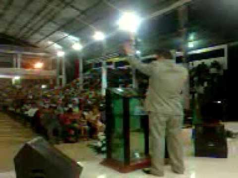Silvio Thornado cantando no Congresso de Missões em Oiapoque-AP