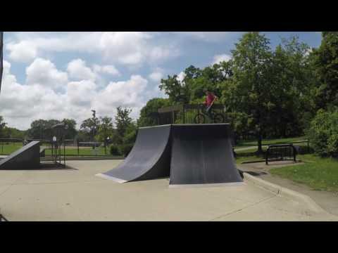 Highland Park Illinois (Chicago) Skatepark Walk Through