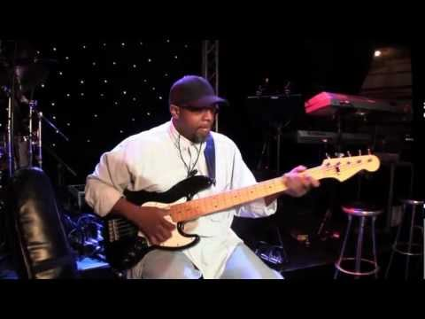 "Melvin Lee Davis shows how he plays a groove from ""Chaka Khan - I'm a woman""."