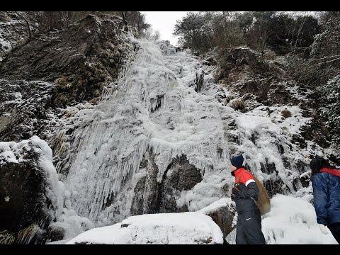 寒波で氷る扁妙の滝 兵庫・神河町
