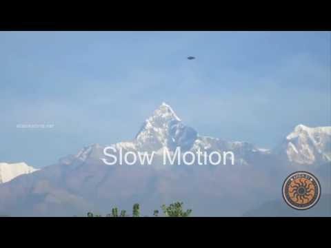 Montanha Pontuda de Matterhorn - Nave Sobrevoando