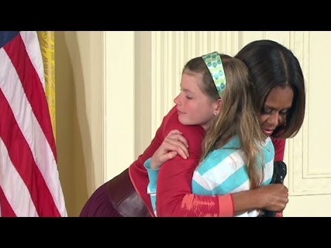 surprise - At the White House, a girl is chosen to ask a question of the first lady but gives her a special gift instead.