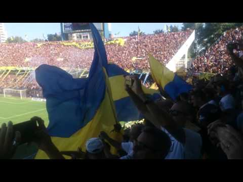 Recibimiento de la Hinchada Canaya a sus jugadores - Los Guerreros - Rosario Central - Argentina - América del Sur