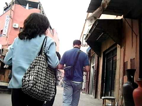 Caminando hacia la plaza Yamaa El Fna (Marrakech) - SERAC Compañía de Guías